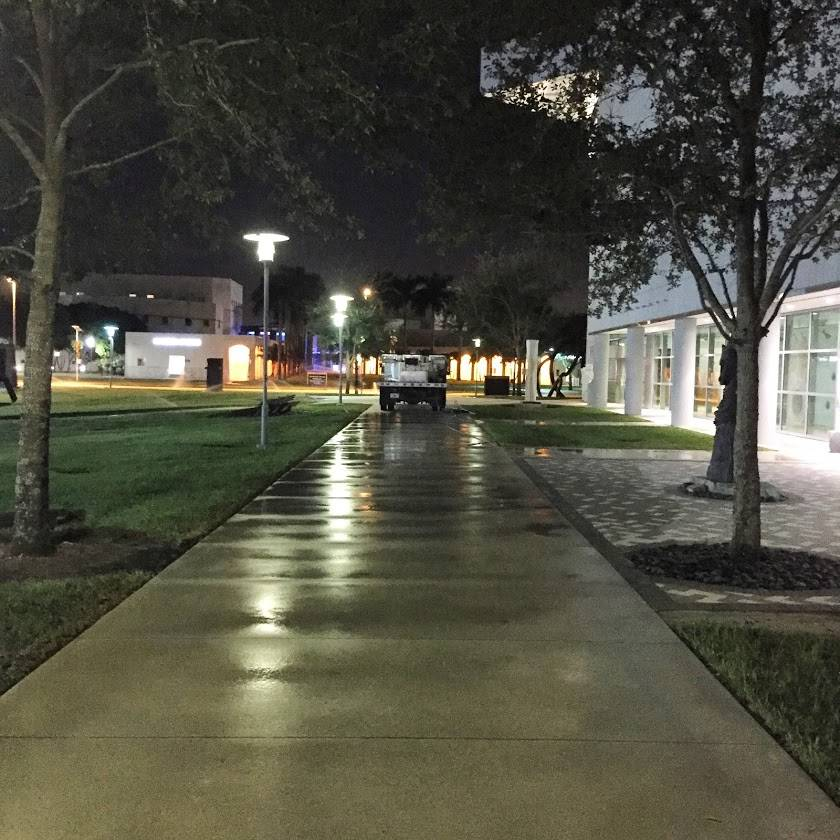 Commercial Sidewalks Pressure Cleaning