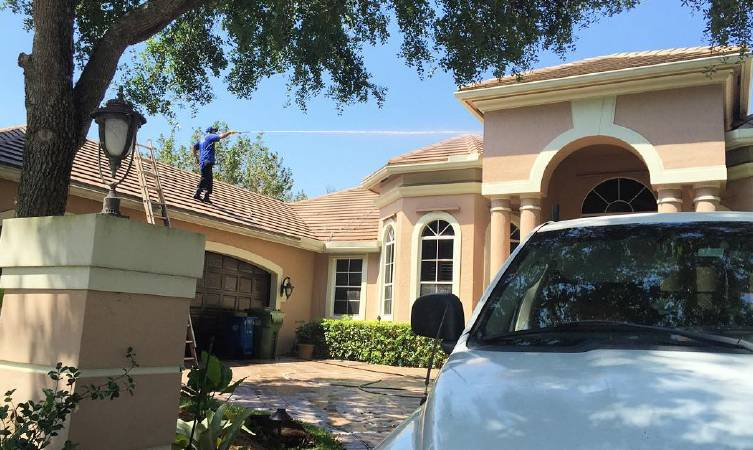 Selling Your House? Time For A Roof Pressure Cleaning